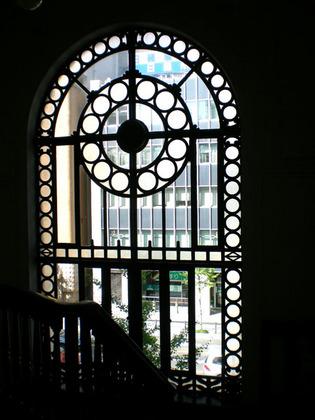 09.06階段の窓.jpg
