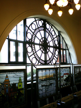 09.06二階の窓.jpg