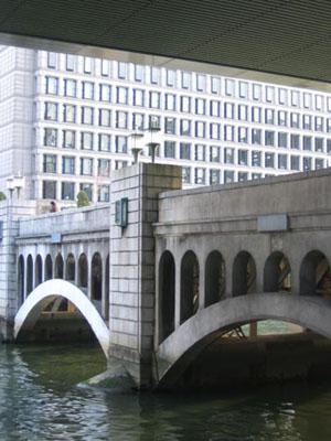 橋を渡って・・・.jpg