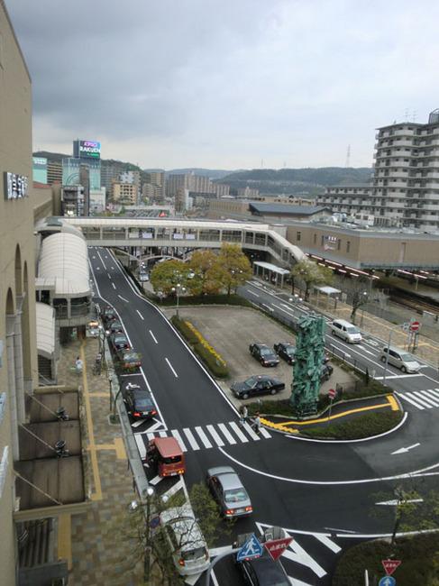 JRと阪急の間のロータリー.JPG